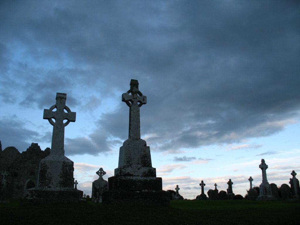 soumrak nad Clonmacnoise