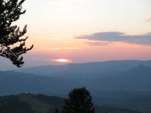 Západ slunce při pohledu směrem na Petrosani