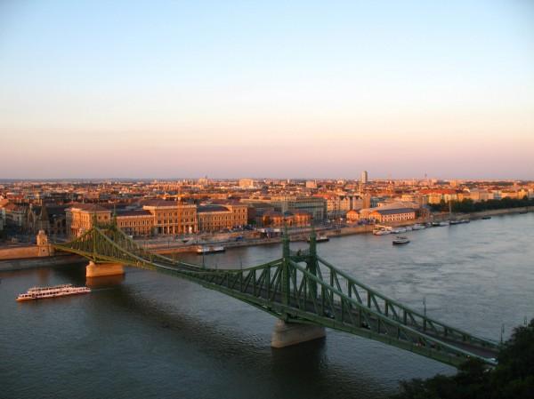 Pohled na Budapešť a řeku Dunaj
