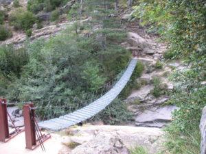 mostek přes bystřinu