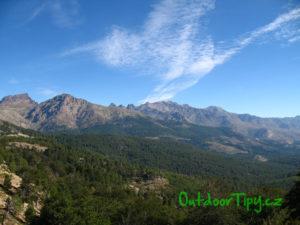 Pohled na hory na Korsice