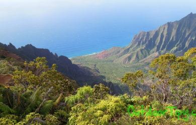 Divoké severní pobřeží Napali Cost na ostrově Kuaui