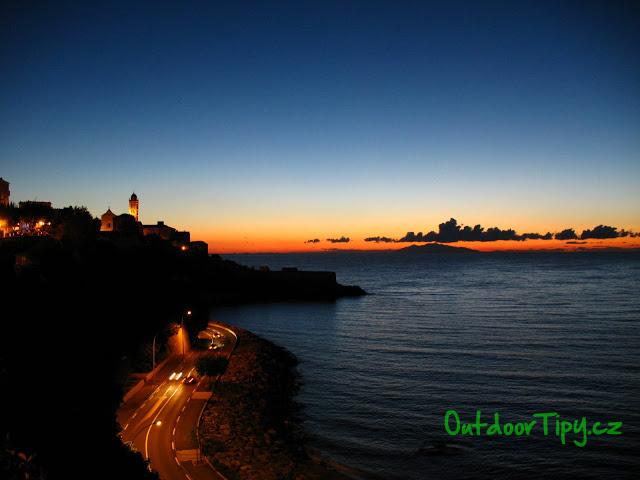 svítání nad Bastií