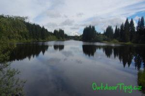 Pohled na Pohořský rybník od jeho hráze