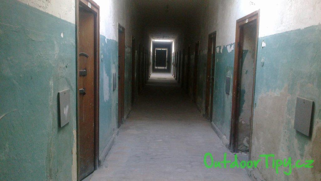 chodba v koncetračním táboře Dachau