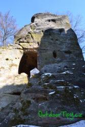 Skála naproti hradu