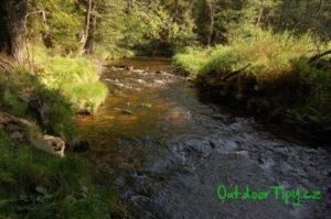 říčka Černá v blízkosti Černého Údolí