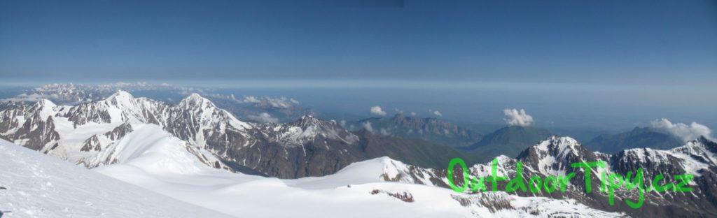 pohled z vrcholu Kazbeku