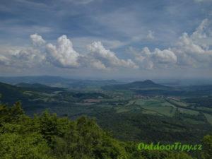 pohled z vrchu Ostrý