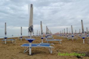 přípravy na pláži