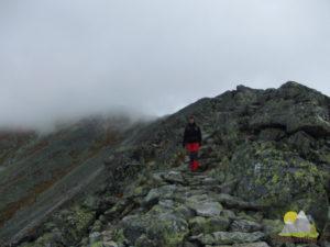 Počasí na horách je nevyzpytatelné, ze sluníčka rázem mlha. Čepice a rukavice se hodily.
