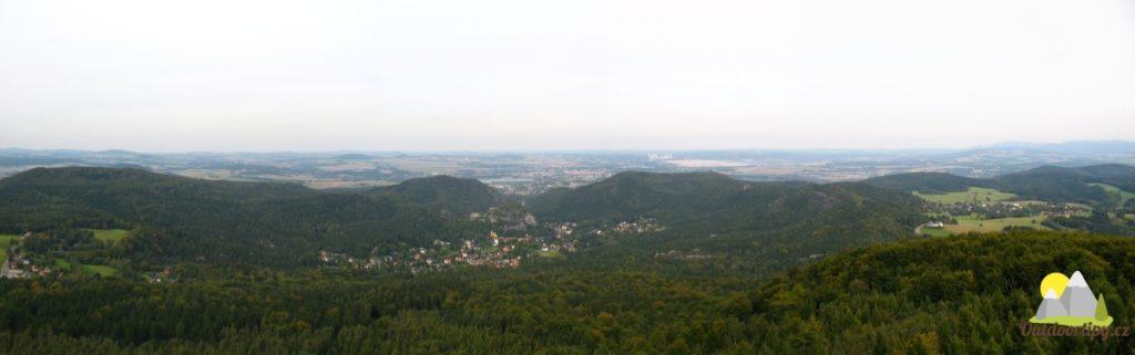 panoramatický pohled z rozhledny na Hvozdu