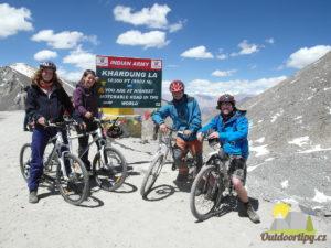 v sedle Khardung La (5600 m n. m.)