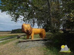 dřevěný lev