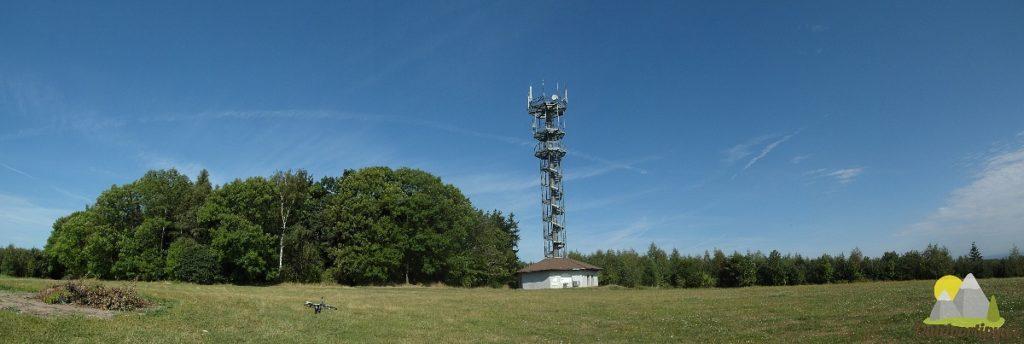 panoramatický snímek s rozhlednou Vysoká