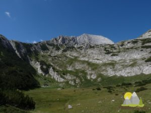 stoupání do hor od chaty Demjanica