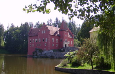 Červená Lhota s rybníkem