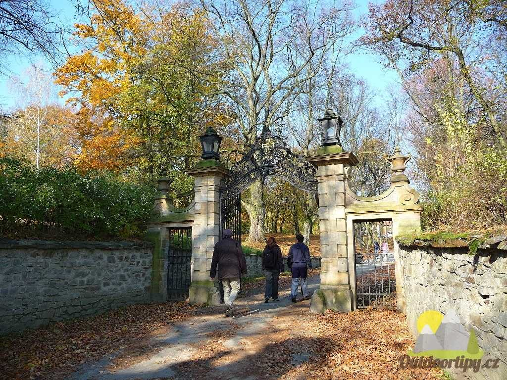 cesta k hradu Bouzov