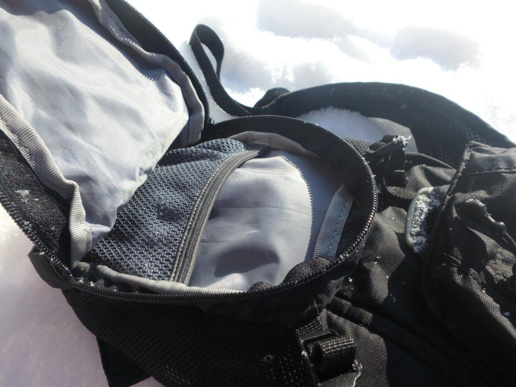 Detail spodní kapsy
