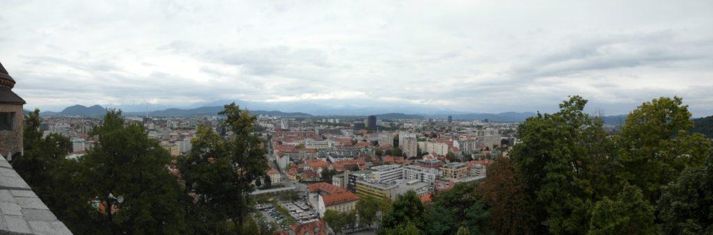 pohled z Lublaňského hradu na hlavní město Slovinska