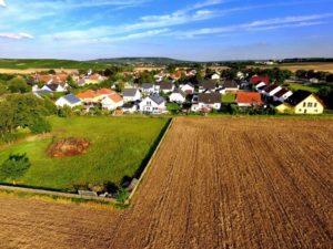vesnice z dronu