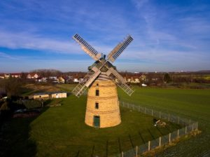 vetrny mlyn z dronu