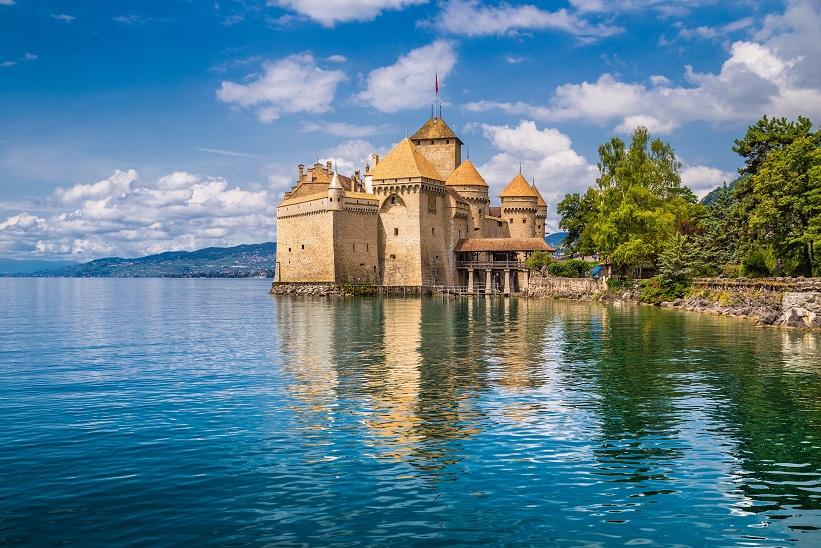 Světově proslulý zámek Chillon u Ženevského jezera