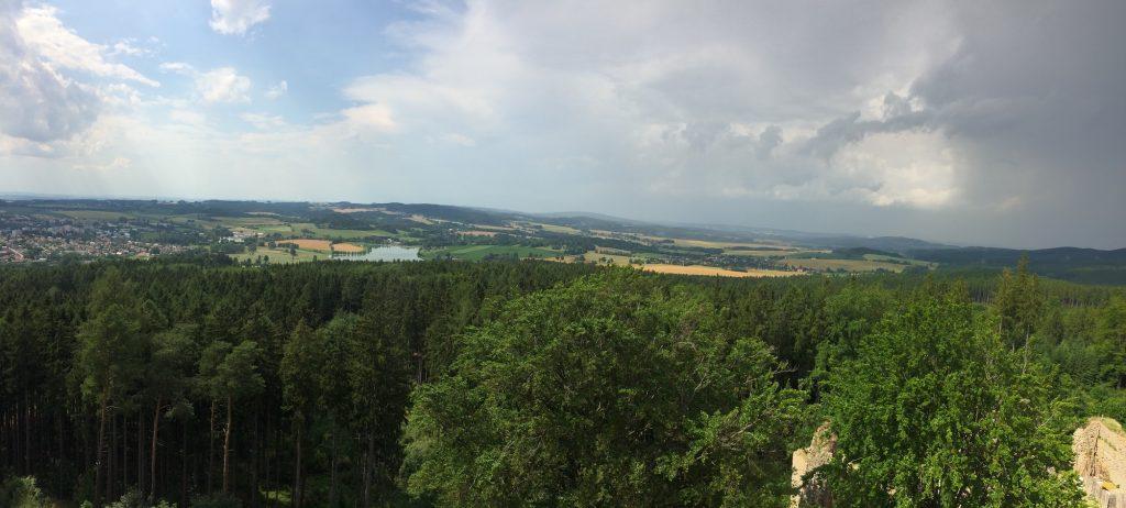 pohled na krajinu kolem zříceniny Orlík