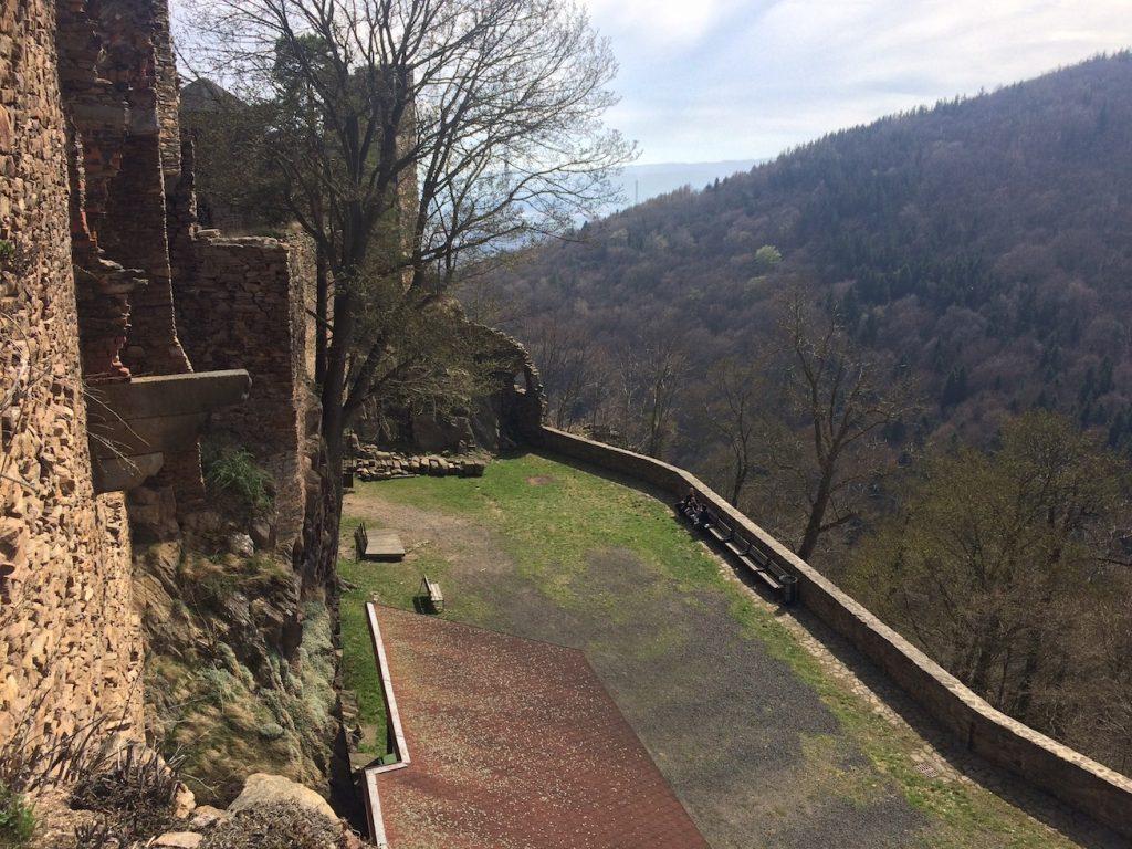 nádvoří hradu Hasištejn
