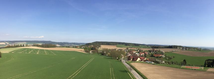 pohled z rozhledny Vrbice na stejnojmenou obec