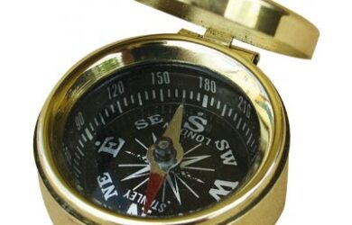 Obrázek zobrazuje produkt SEA CLUB Malý mosazný kompas s víkem